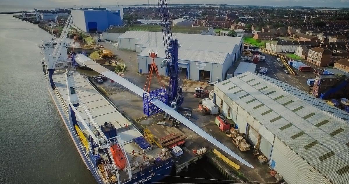 LM 107m blade arrives at Blyth